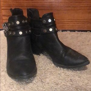 Black booties, size:8